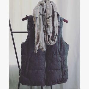 Grey cozy old navy PUFFER vest!